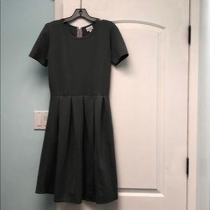 LuLaRoe Dresses - Lularoe grey Amelia sz M GUC